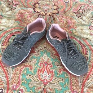Gently Used Avia Women's Grey & Pink Tennis Shoes